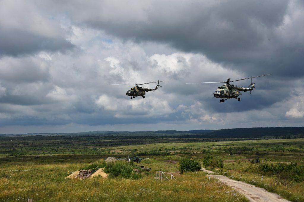 Вертольоти Мі-8 під час маневрів. Фото: Генштаб ЗСУ