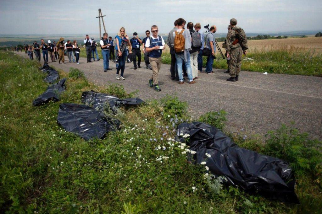 Тіла загиблих катастрофи MH17. Донбас 2014 рік. Фото: з відкритих джерел