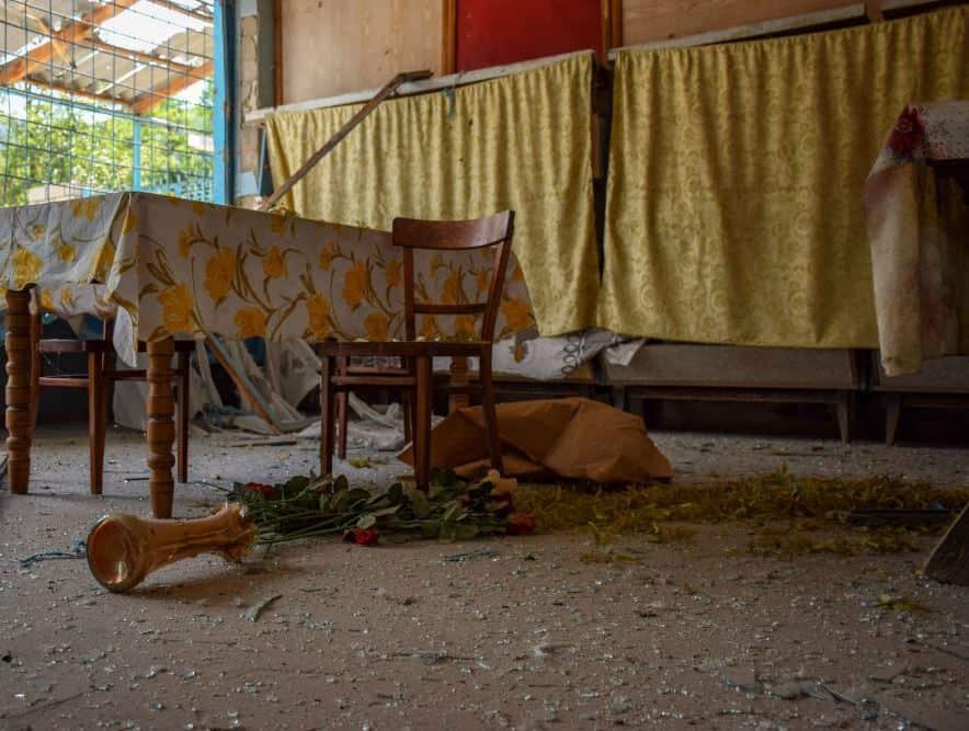 Будинок після влучання снаряду. Фото: ЗМІ Азербайджану