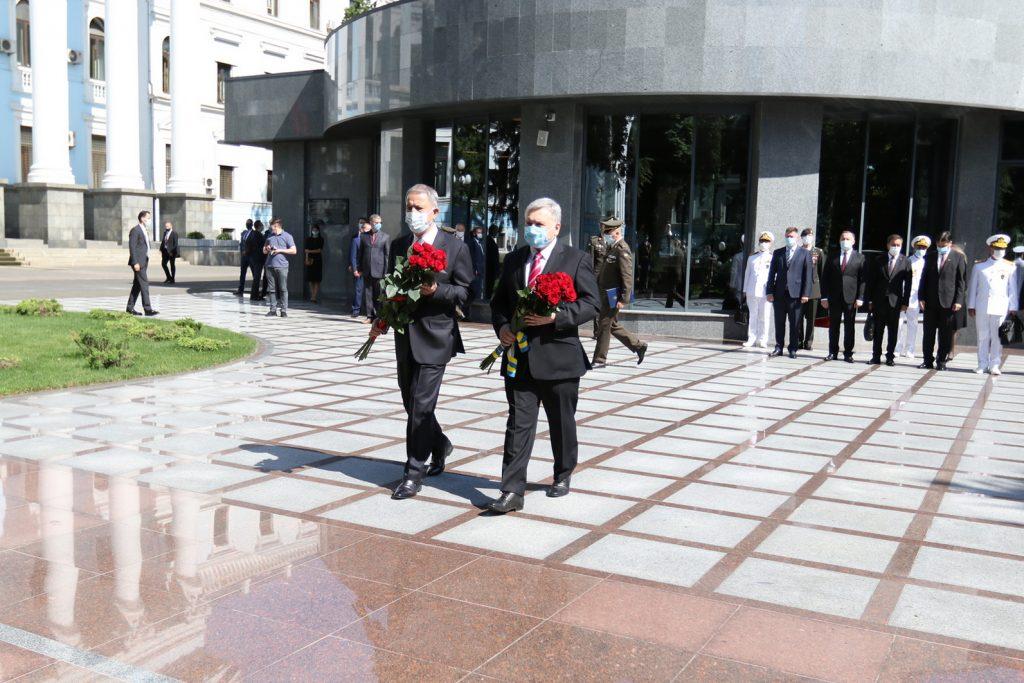 Вшанування пам'яті українських захисників. Фото: Міноборони України