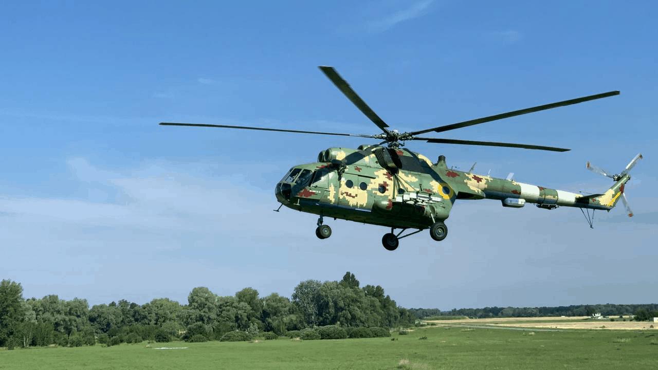 Мі-8 МСБ-В під час навчань з евакуації льотного складу