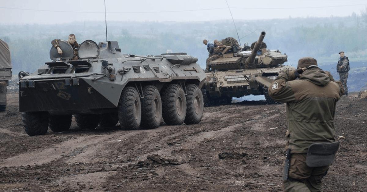 Російські збройні формування на Донбасі. На фото БТР-80 російської модифікації та танк Т-64БВ.