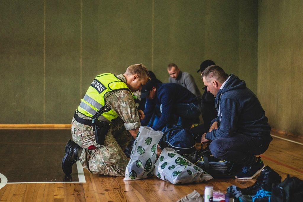 Перевірка речей резервістів у Драгунському батальйоні литовської армії