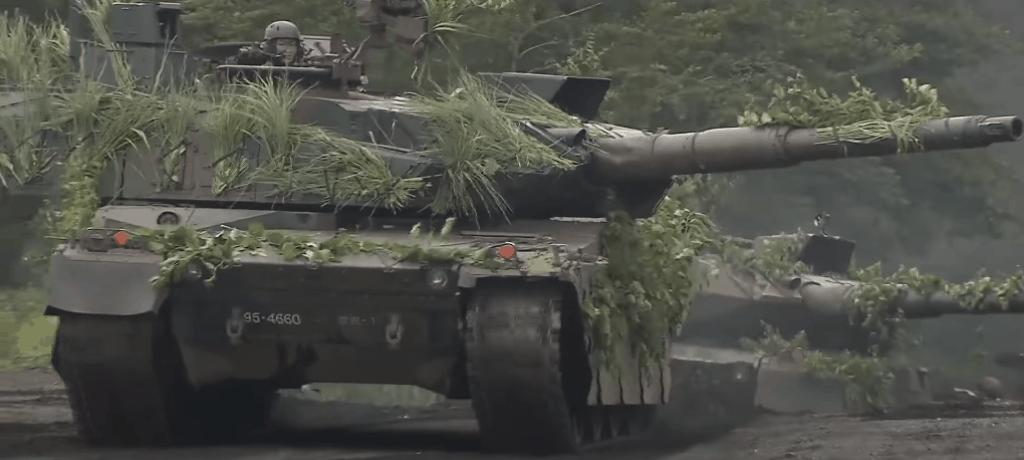 Танки «Type 10» Японії на навчаннях. Кадр з відео
