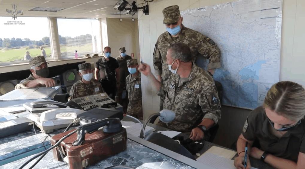 Командування з Русланом Хомчаком під час навчань. Фото: ПС ЗСУ