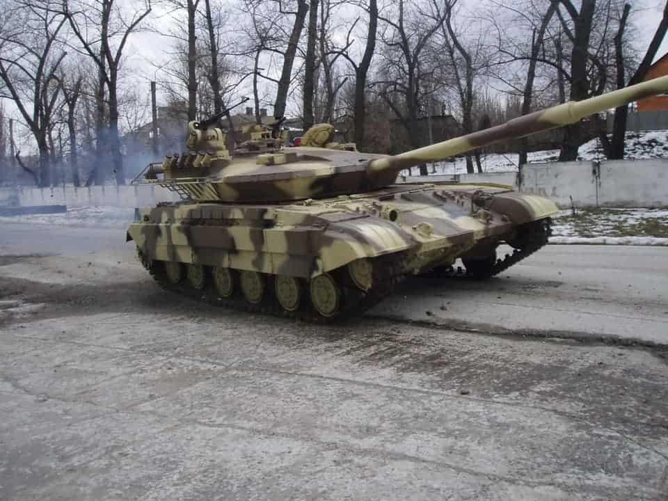 Танк Т-64Е в русі
