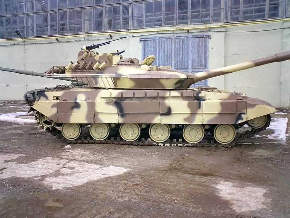 Танк Т-64Е вид збоку