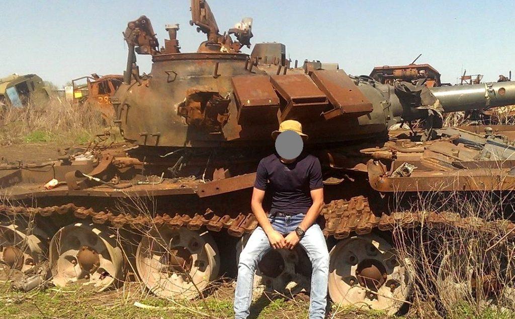 Ілюстрація до новини. Знищенний на Донбасі танк російської армії моделі Т-72Б3 у 2014 році.