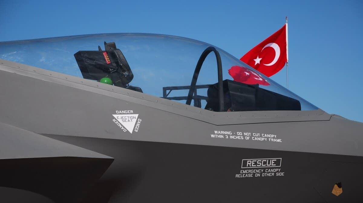 Греція має намір закупити винищувачі F-35. F-35 на базі в Туреччині. Фото: З відкритих джерел