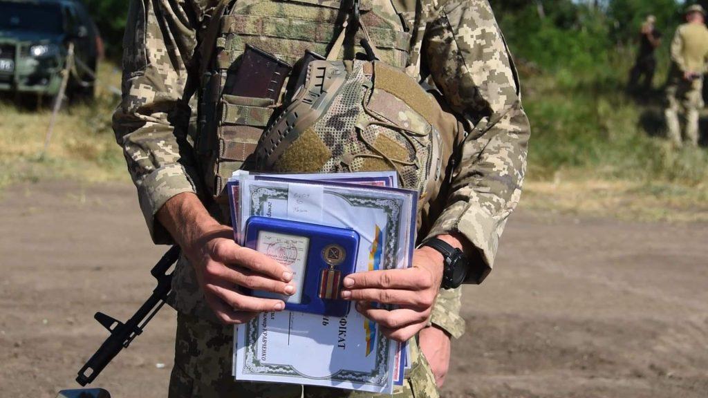 Військовий під час змагань. Фото: АрміяInform