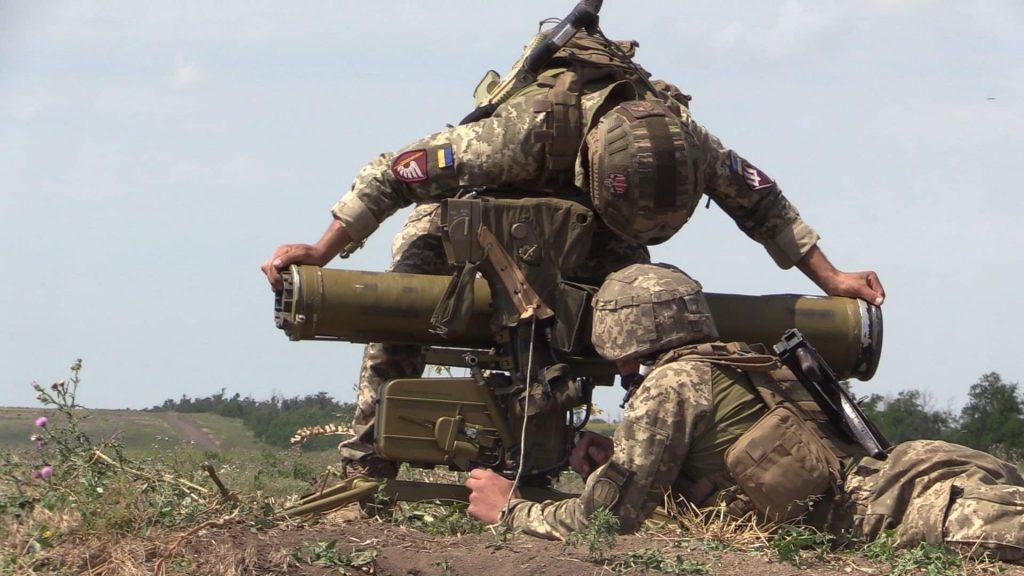 Підготовка до стрільби противотанкового розрахунку під час змагань. Фото: АрміяInform