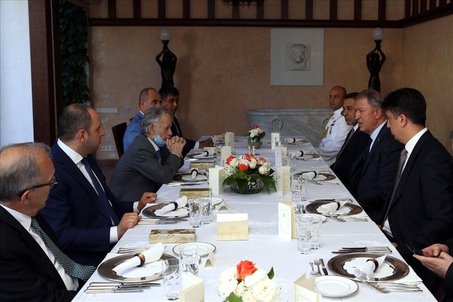 Зустріч Хулусі Акара з Мустафою Джемілєвим. Фото: ЗМІ Туреччини