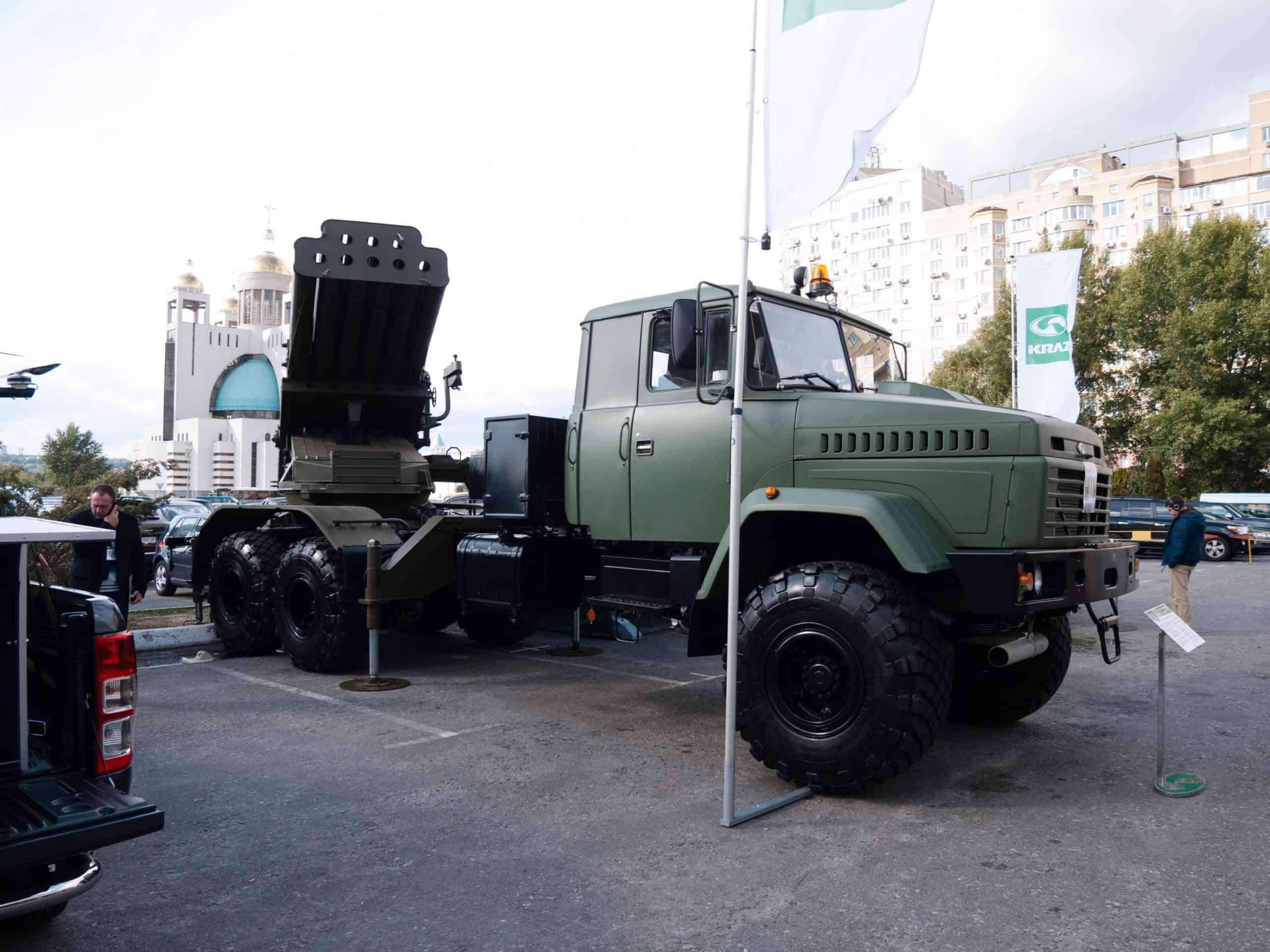 БМ-27 «Ураган» на шасі КрАЗ («Бастіон-03») під час виставки «Зброя та безпека»