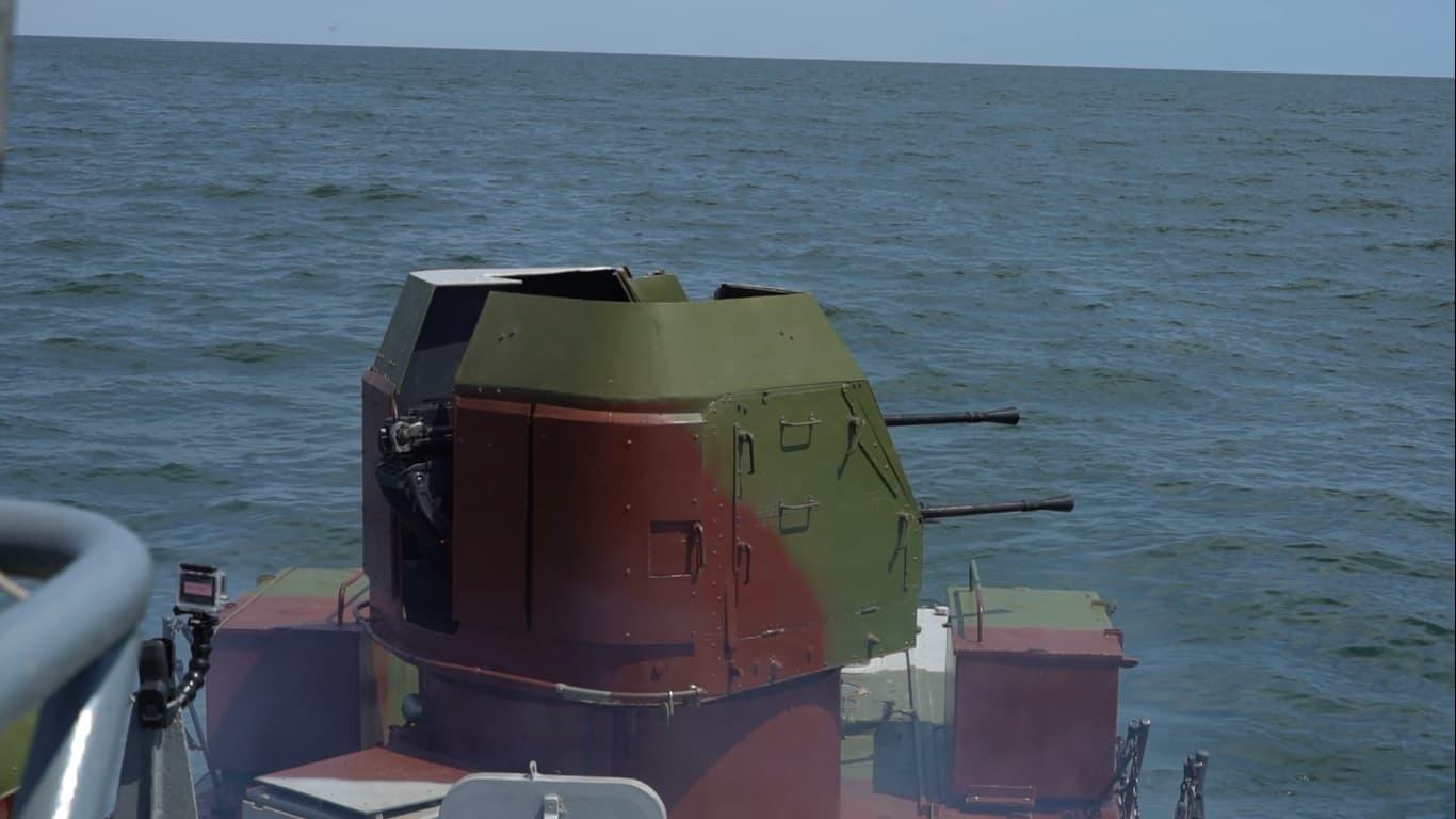 Баштова артилерійська установка 2М-3М на одному з кораблів морської охорони типу «Джміль» проєкту 1204