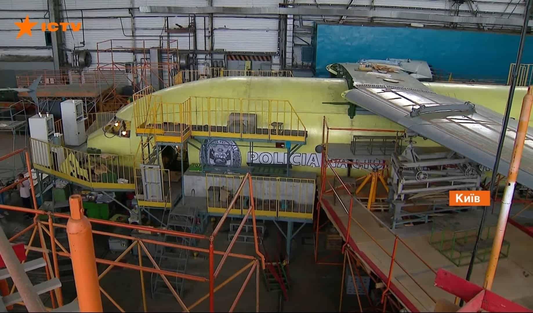 Літак Ан-178 для міністерства внутрішніх справ Перу перед встановленням та закріпленням крил