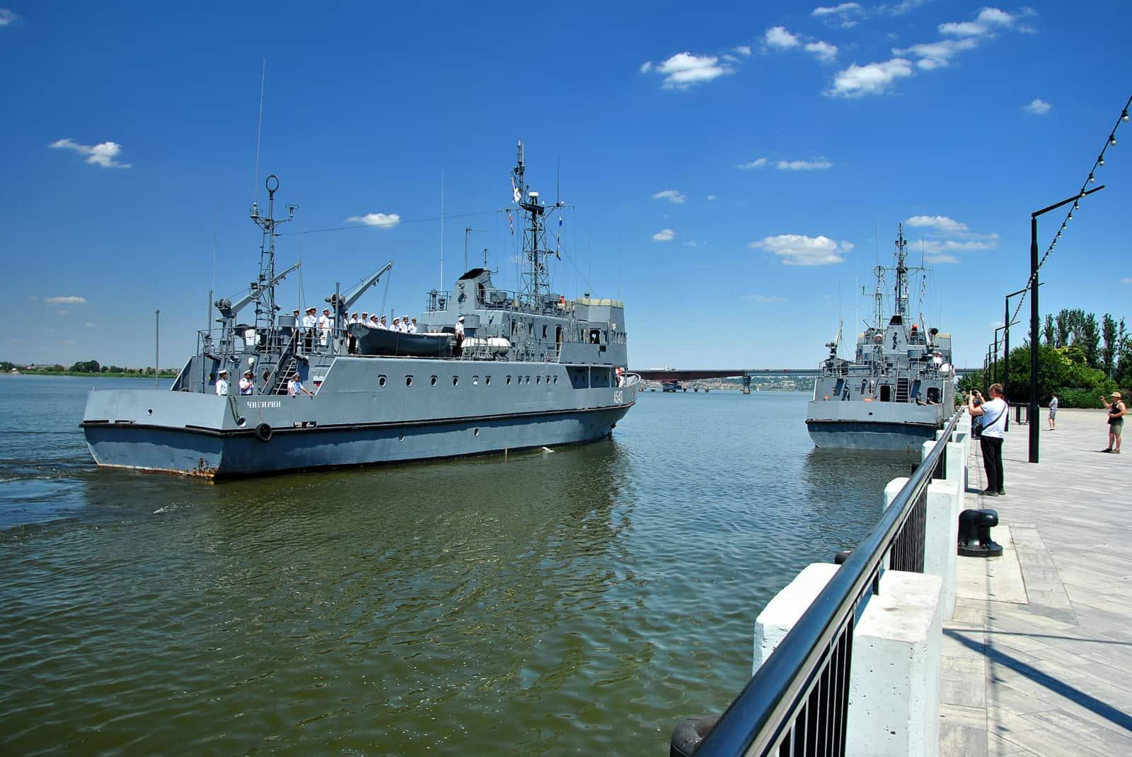 Навчальні катери ВМСУ «Чигирин» та «Сміла» у Миколаєві