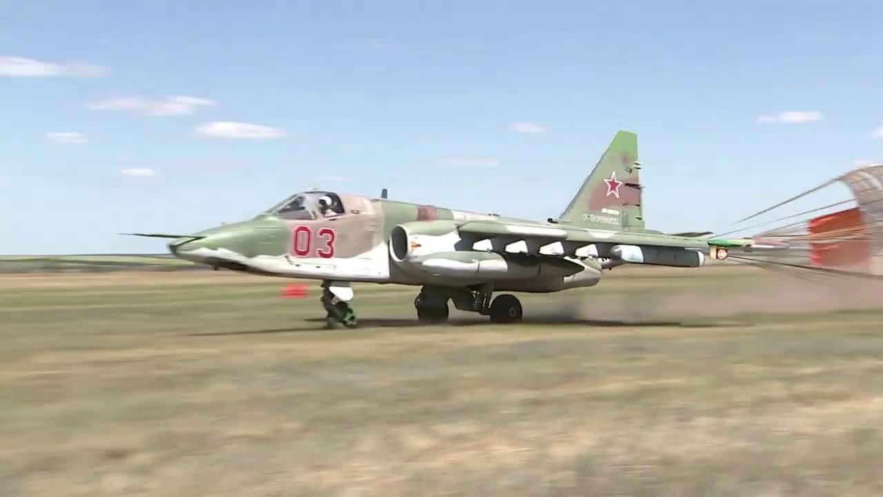 Посадка Су-25М3 на польовий аеродром в Ростовській області