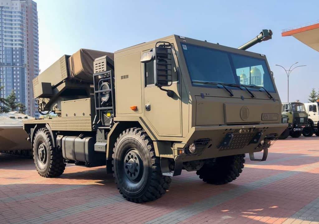 Реактивна система залпового вогню BM-21 MT від Excalibur Army на шасі Tatra 815 з колісною формулою 4x4