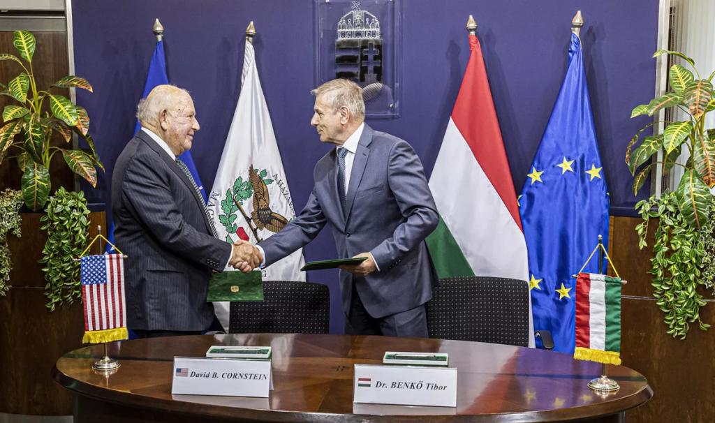 Підписання документу. Серпень 2020. Фото: МО Угорщини