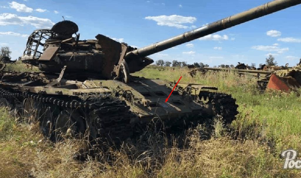 Сліди білого кола на знищенному танку