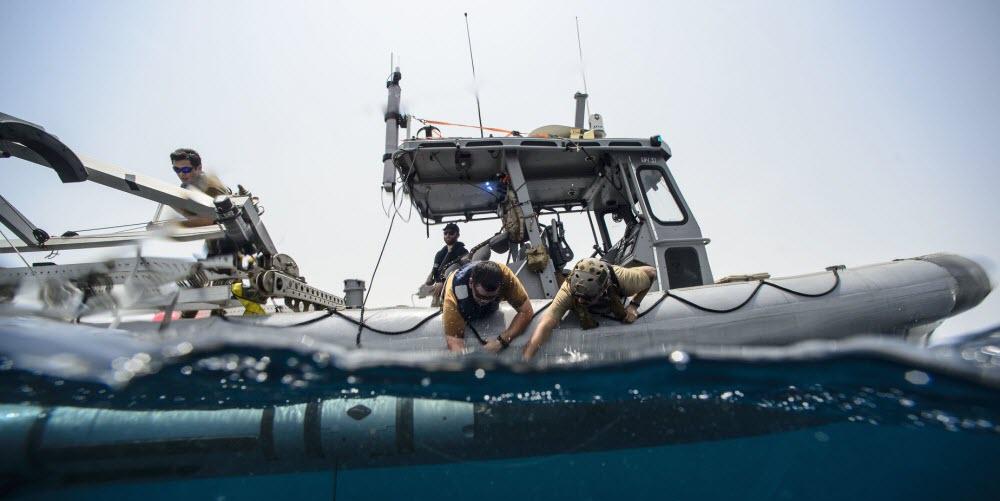 Спуск на воду безпілотного апарату Mk 18 Mod 2 з катеру типу Explosive Ordnance Disposal (EOD) Multi-Use EOD Response Craft