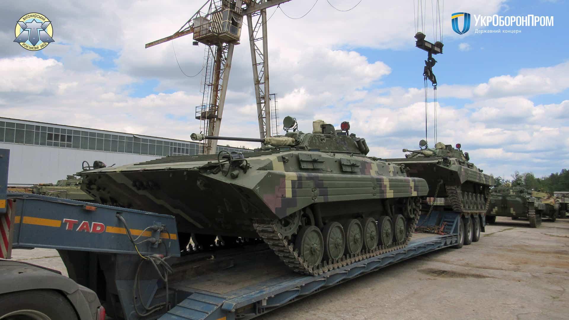Відремонтовані та модернізовані на ЖБТЗ бойові машини БМП-2