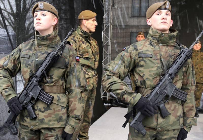 Військовослужбовці територіальної оборони Польщі з автоматами Grot