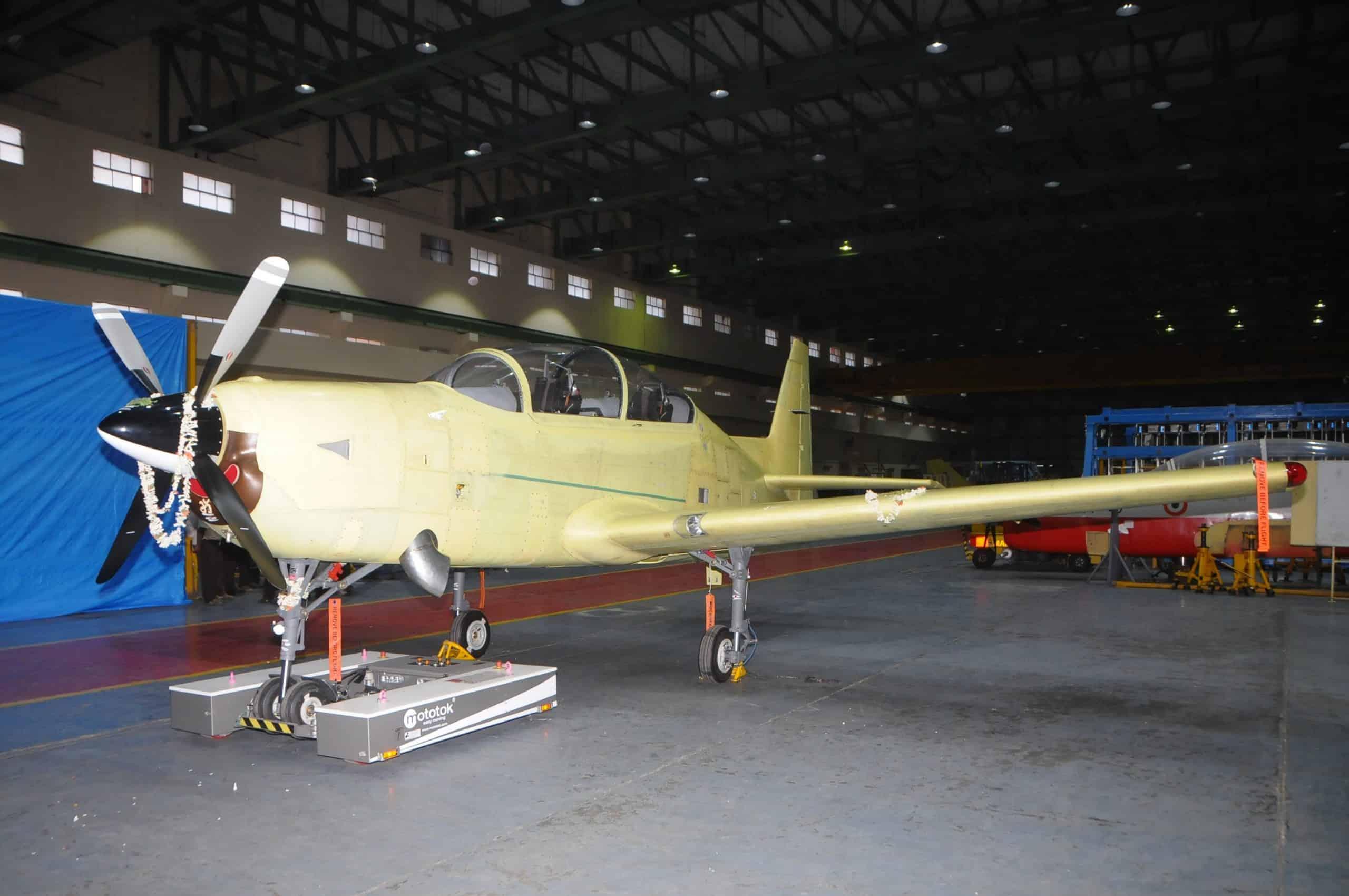 Викатка першого прототипу навчально-тренувального літака HTT-40