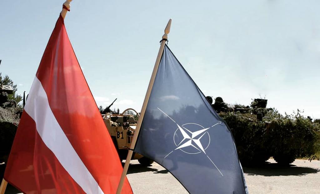 Прапор Латвії та НАТО. Фото: МО Латвії