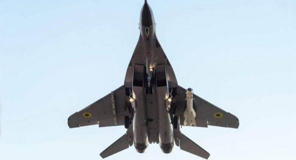 """Фронтовий винищувач МіГ-29МУ2 з керованою ракетою класу """"повітря-земля"""" Х-29Т"""