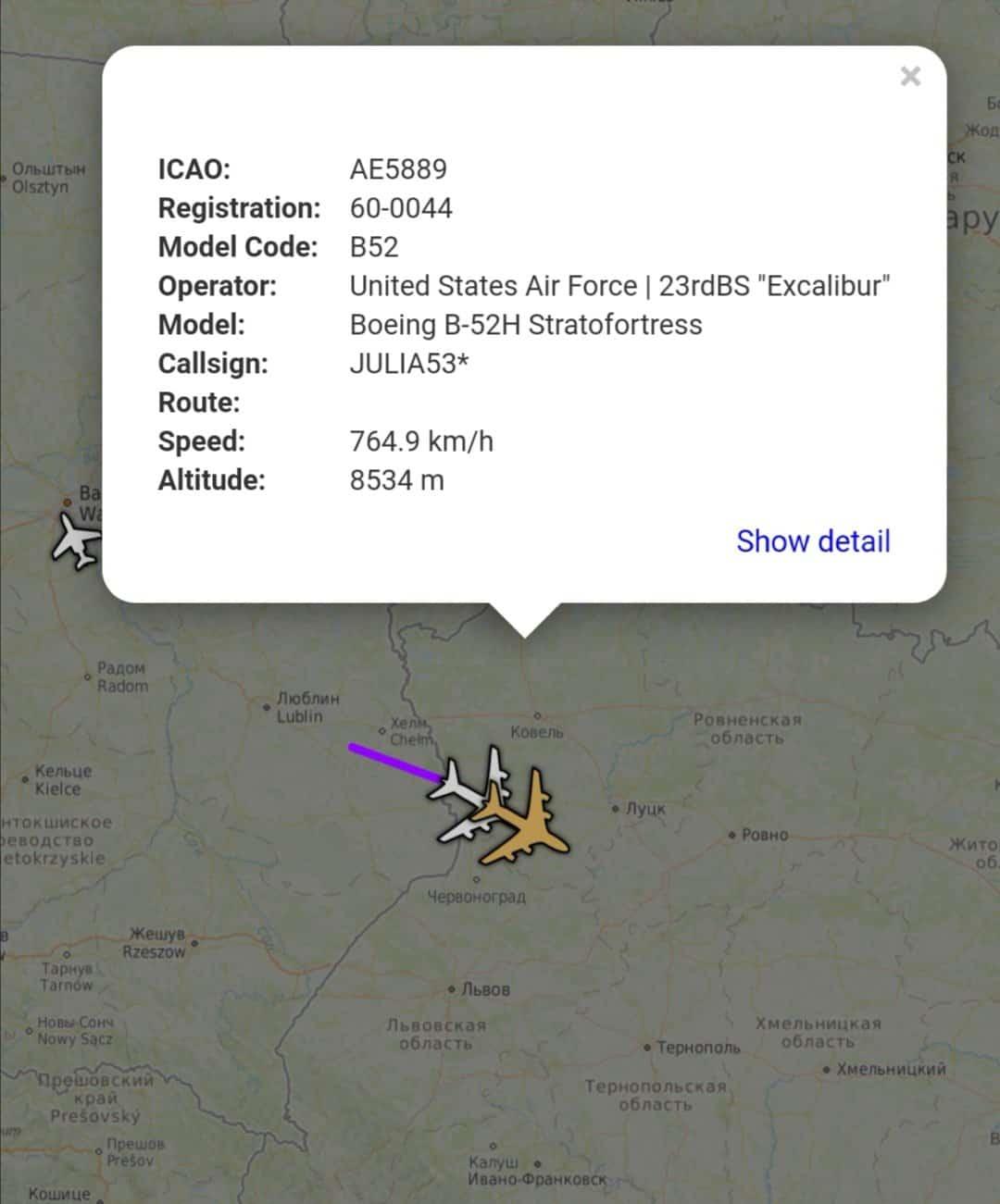 Бомбардувальники Boeing B-52H в небі над Україною в районі Волинської області