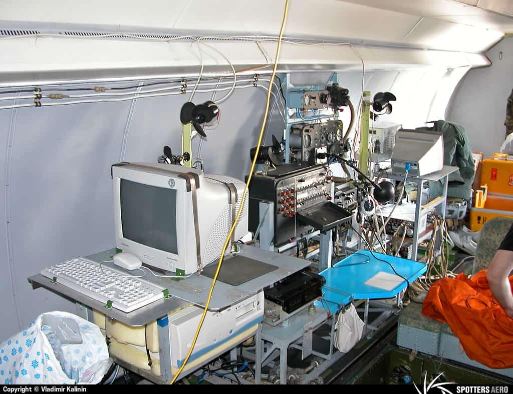 Місце оператора АКДЗ-30 на борту Ан-30