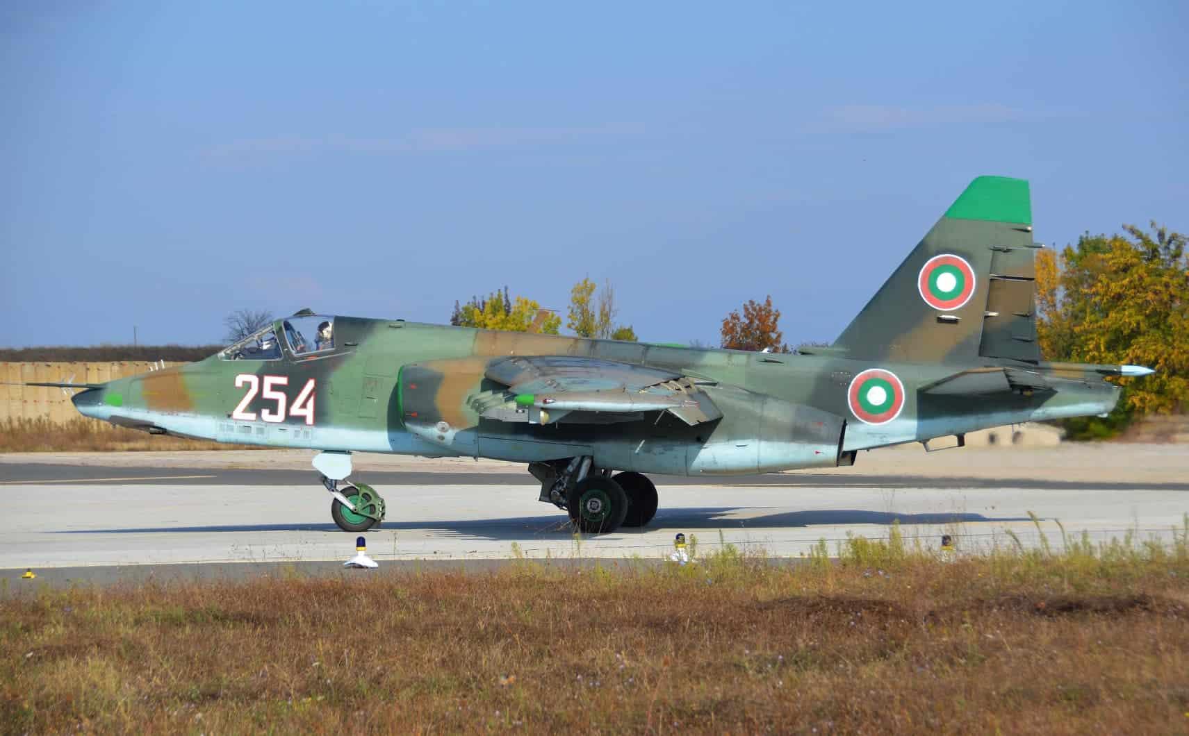 Су-25 повітряних сил Болгарії з бортовим номером 246 до ремонту