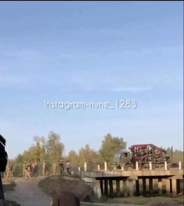 Супровід бійцями ЦСО «А» вантажівки з конфіскованими мотопомпами
