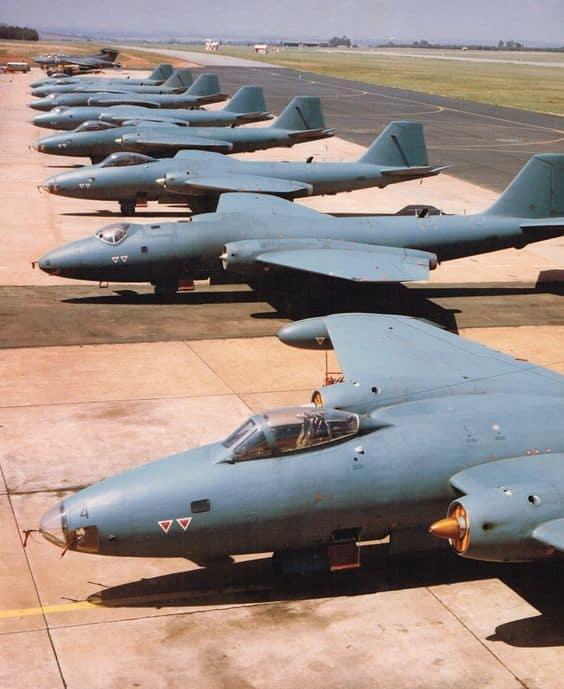 Південноафриканські English Electric Canberra та Blackburn Buccaneer.
