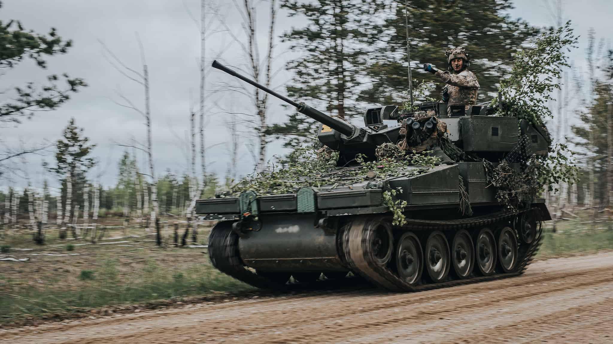 Бойова гусенична машина CVR (T) під час навчань