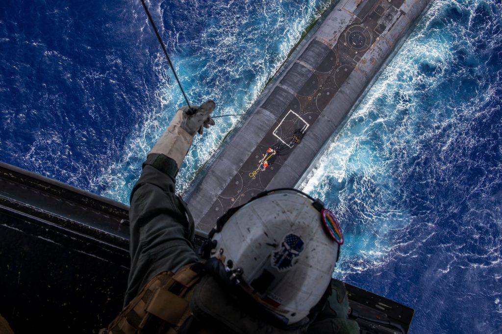Доставка вантажу на USS «Henry M. Jackson». Фото: ВМФ