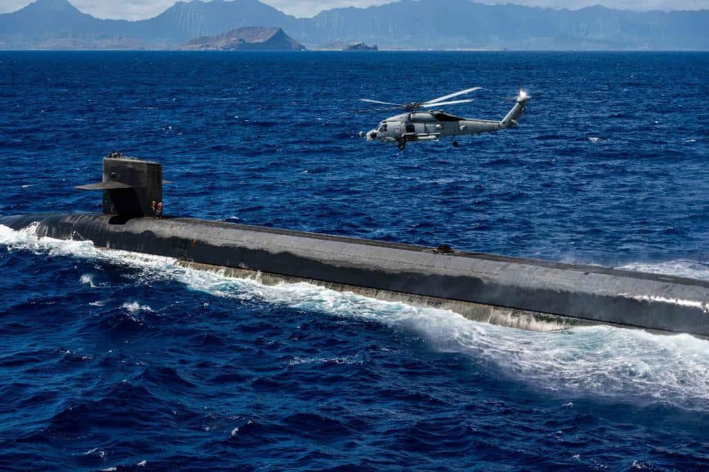 Доставка вантажу на підводний човен USS «Henry M. Jackson». Фото: ВМФ