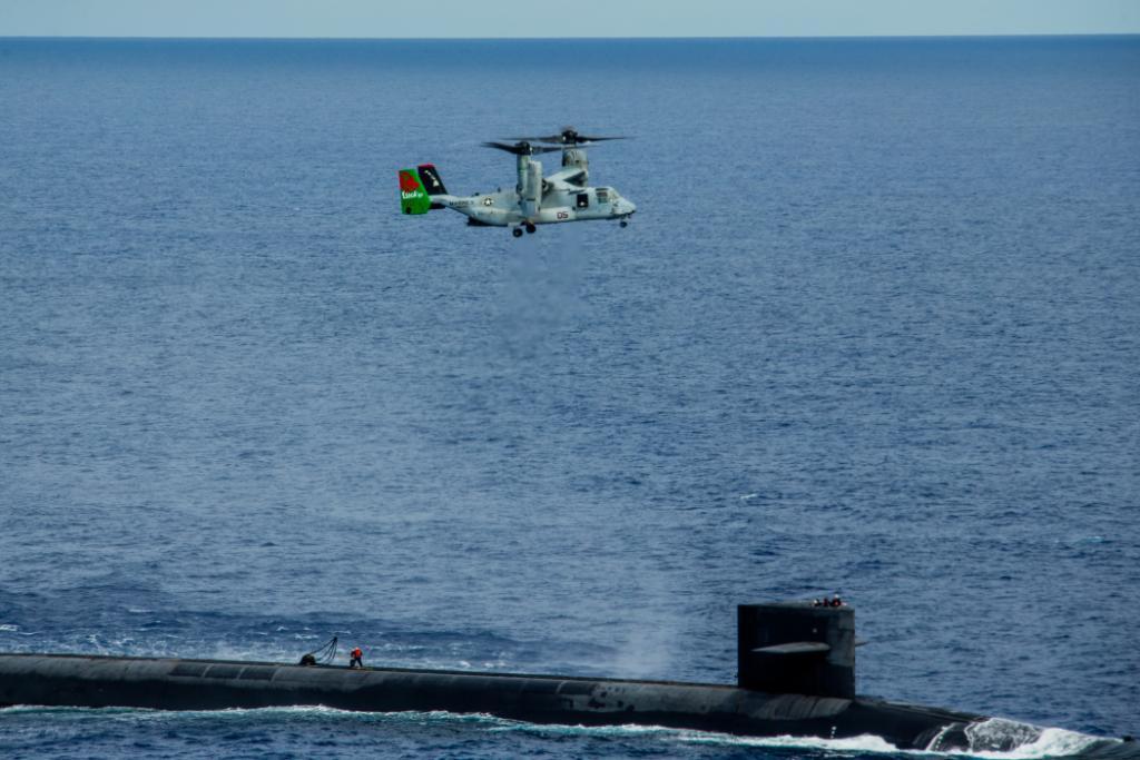Доставка вантажу на підводний човен USS «Henry M. Jackson». Фото: ВМФ США