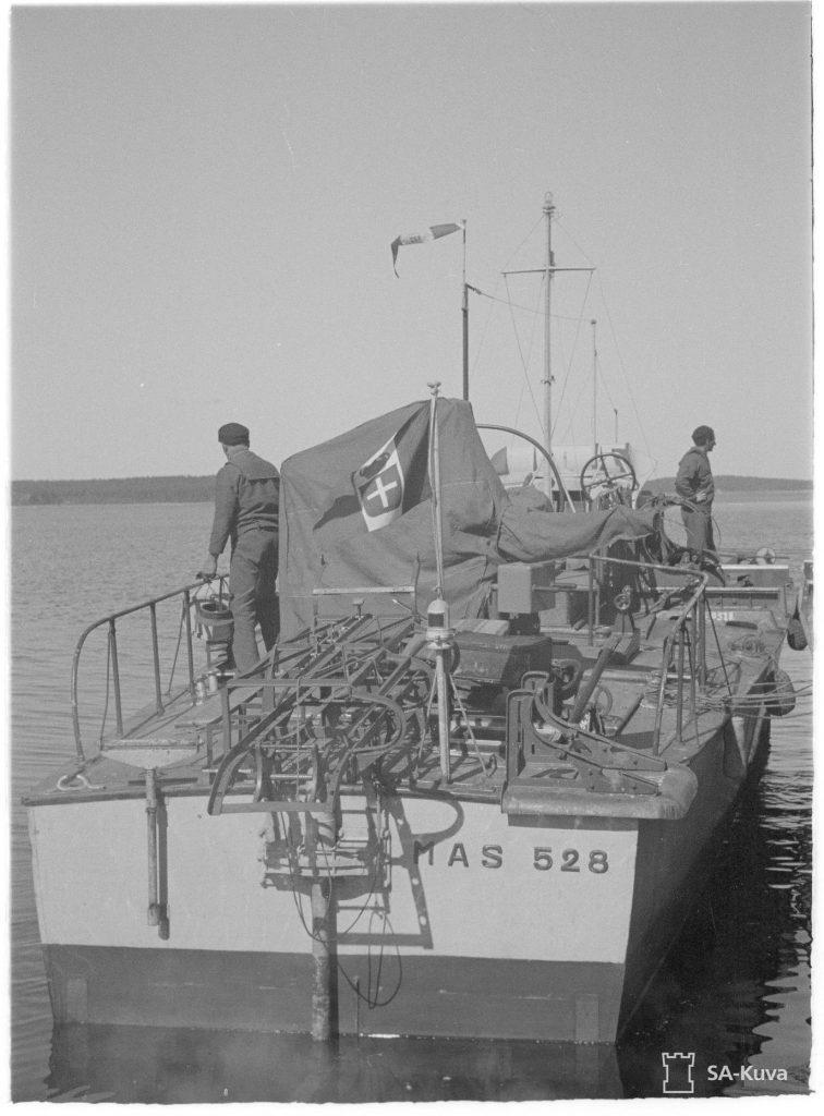 Катер типу MAS на воді