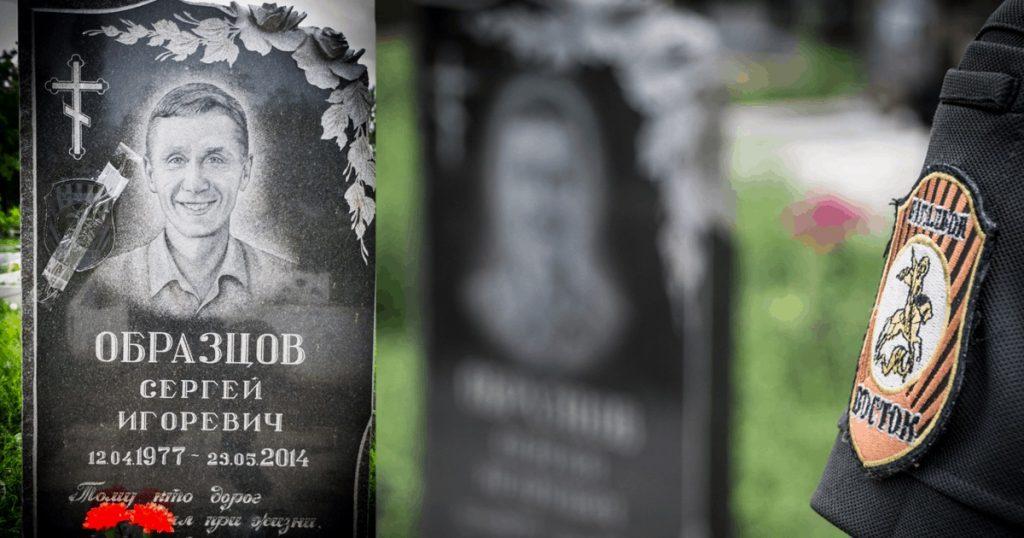 """Могила погибшего боевика """"Востока"""" в бою в Карловке 23 мая 2014"""