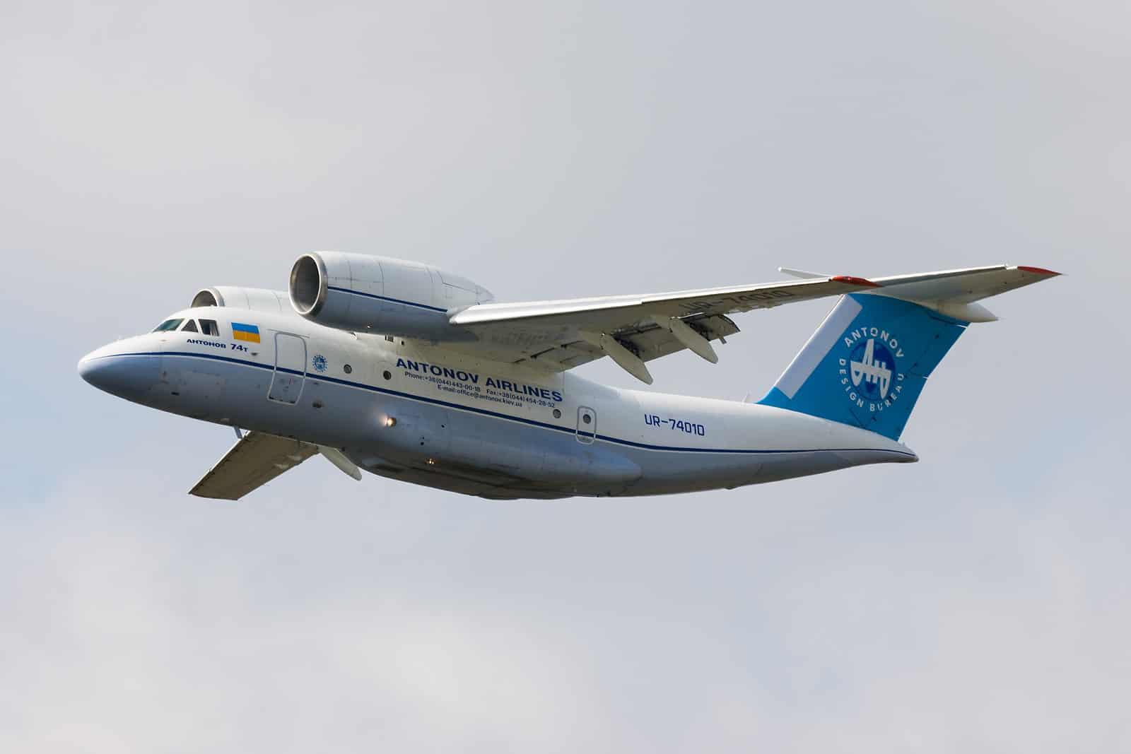 Літак Ан-74 авіаліній «Антонова»