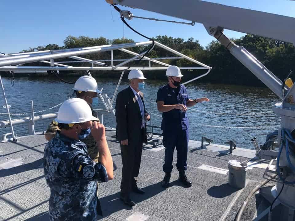Посол України з представником ВМС ЗС України на судноремонтній верфі Берегової охорони США у Балтиморі