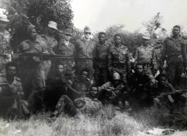 Радянські військові радники в Анголі з місцевими військовими