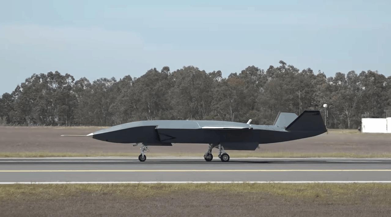 Ведений Loyal Wingman під час випробувань на аеродромі. Жовтень 2020. Фото: Boeing