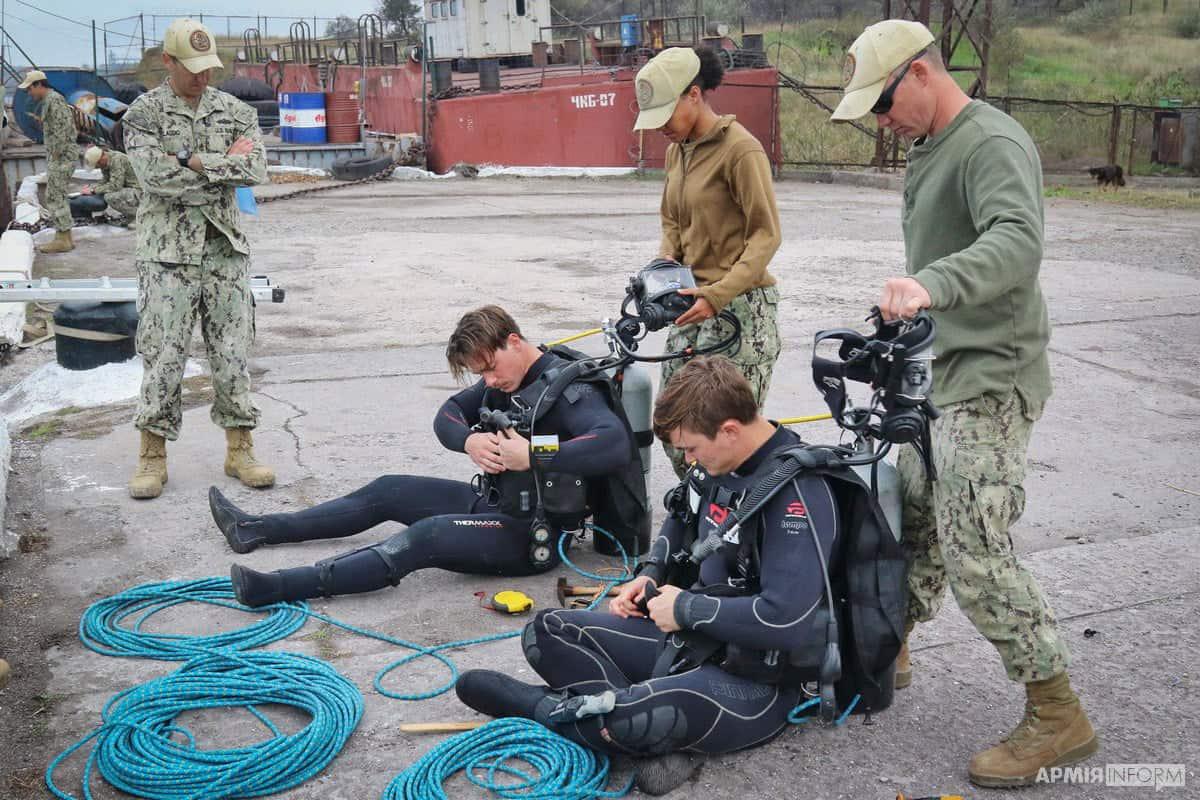 Водолази спеціалізованого підрозділу ВМС США Underwater Construction Team One (UCT-1)