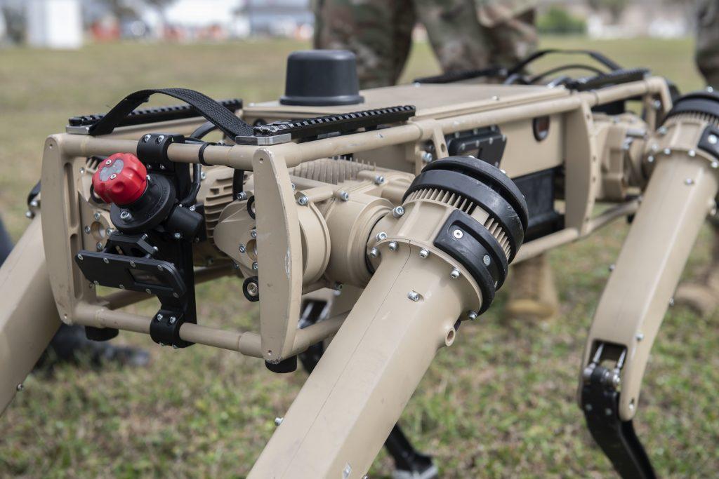 Модель «робота-собаки» для охраны авиабазы США.  Ноябрь 2020. Фото: ВС США