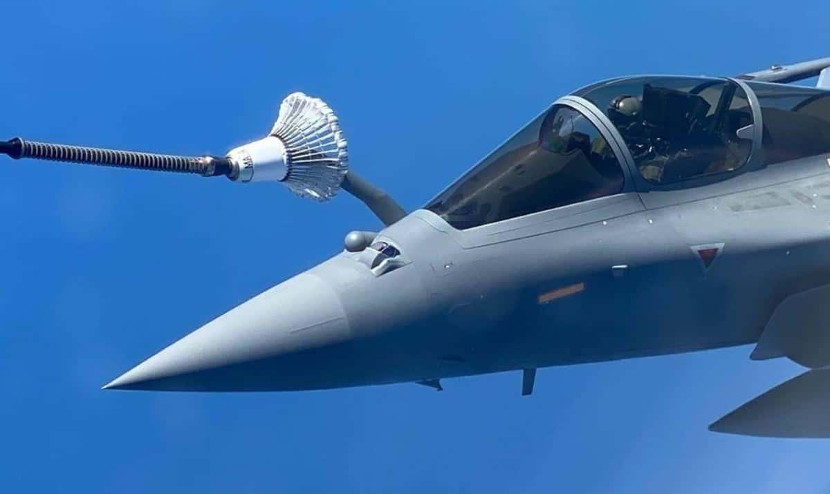 Дозаправка в повітрі винищувача «Rafale». Фото: ВПС Індії