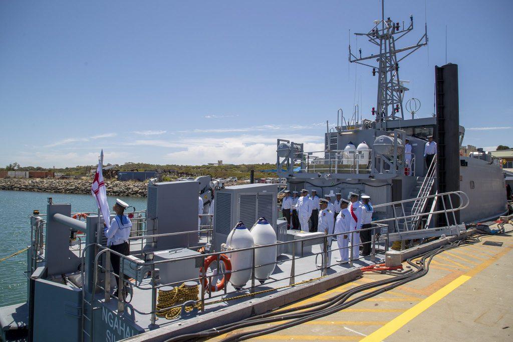 Команда патрульного катера класу «Guardian» королівства Тонга. Фото: ЗМІ Австралії