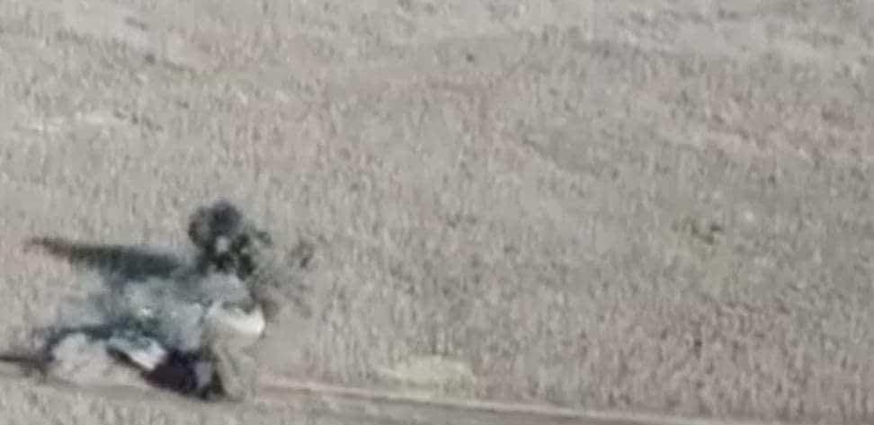 Момент підриву БТР-80 російсько-терористичних військ на міні у 2018 році